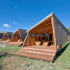 Here's a chance for you to try out remote living for yourself: Rent out a cabin at Cabañas Morerava on Easter Island. The architects thought. Vacation Home Rentals, Cabin Rentals, Cabins In The Woods, House In The Woods, A Frame House, Tiny House Cabin, Easter Island, Little Houses, Glamping