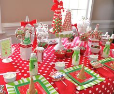 Festive Table at a Red and Green Kid's Christmas Party #christmas #partytable