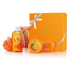 Pick the perfect gift with this fabulous Classic Satsuma Gift set. It contains a selection of juicy Satsuma scented goodies! Satsuma Shower Gel 250 ml Satsuma Body Butter 50 ml Satsuma Body Polish 200 ml Satsuma Soap 100g Orange Mini Bath Lily