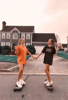Photos Bff, Best Friend Photos, Best Friend Goals, Cute Photos, Bff Pics, Skateboard Pictures, Skateboard Tumblr, Penny Skateboard, Skateboard Girl