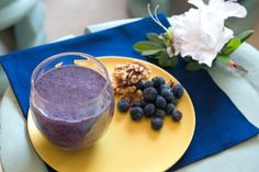 Nutriliving Blueberry Bliss: 1 cup spinach, 1 cup blueberries, 1 tbsp walnuts, 1 tbsp hemp seeds, 1/2 cup coconut water, water to max line (tall cup)