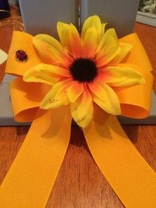 It's the time for sunshine and flowers and you can easily make a sunflower hair bow using the Mini Bowdabra bow maker.