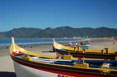 Barcos na praia de Pântano do Sul, no sul da ilha de Santa Catarina, estado de Santa Catarina, Brasil.