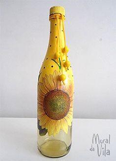 Pintura e decupagem na garrafa decorada