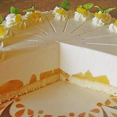 Quark – Pfirsich – Sahne – Torte Quark – peach – cream – cake, a delicious recipe from the category pies. Pie Recipes, Dessert Recipes, Desserts, Quick Recipes, Torte Au Chocolat, Whole30 Recipes Lunch, German Baking, German Cake, Marsala Recipe