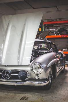 Mercedes Benz For all your Mercedes Benz restoration needs please… Vintage Cars, Antique Cars, Classic Photographers, Classic Car Restoration, Mercedez Benz, Daimler Benz, American Graffiti, Mercedes Benz 300, Classic Mercedes