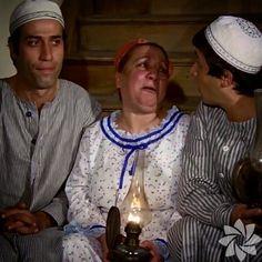 """<p>Gıdaklayan kadın</p> <p>""""Mavi Boncuk"""" filminde Adile Naşit tarafından uydurulmuş, Ertem Eğilmezin de bir kaç filmde kulkandığı bir tipleme.. Bazen çok katıldıysa gülmeside gıdaklar gibi çıkardı gerçektende..Kemal Sunal da bunu bilir özellikle güldürmeye çalışırdı!..</p> Turkish Pop, 80s Kids, Turkish Actors, Old Movies, Champions League, Actors & Actresses, Pop Culture, Artist, Fashion"""
