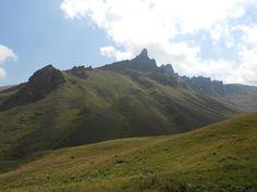 Աժդահակ, լեռնագագաթ Գեղամա լեռնաշղթայի կենտրոնական հատվածում. վերջինիս ամենաբարձր գագաթն է։ Բացարձակ բարձրությունը 3597 մ է։ Գագաթին կից` հյուսիս-արևմտյան կողմում կա խառնարան` լցված ջրով։ Azhdahak, mountain ridge in the central part of the lake. its highest peak. The absolute height of 3597 m. On top of being the north-western side there is kharnaran` filled with water.