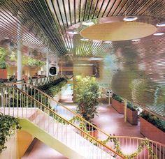 Home Interior Salas Alcan Metal Ceilings Mall, 1985 Interior Plants, Interior Exterior, Interior Architecture, Lobby Interior, Retro Interior Design, 1980s Interior, Pastel Interior, Modern Interior, Design Apartment