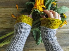 Pollyfoofoo: Mrs. Fitz Wristwarmers - Worsted Weight Yarns