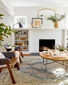 Sara's Living Room & Dining Room Reveal – Emily Henderson - Modern Narrow Living Room, Mid Century Modern Living Room, Living Room Modern, My Living Room, Living Room Decor, 1940s Living Room, Craftsman Living Rooms, Decorating Ideas For The Home Bedroom, Home Decor