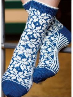Ravelry: Snowflake Socks pattern by Chrissy Gardiner Knitting Socks, Hand Knitting, Knitted Hats, Knit Socks, Christmas Knitting Patterns, Knit Patterns, Crochet Socks Pattern, Knit Crochet, Lots Of Socks