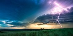 Breathtaking Footage Shows The Incredible Natural Beauty Of Powerful Thunderstorms (Video)
