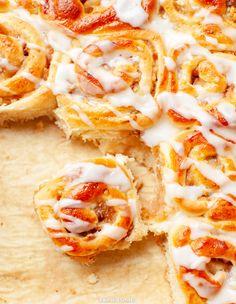 Bułeczki cynamonowe z jabłkami Croation Recipes, Vegan Junk Food, Vegan Sushi, Vegan Baby, Vegan Pancakes, Vegan Smoothies, Vegan Kitchen, Asian Cooking, Vegan Sweets