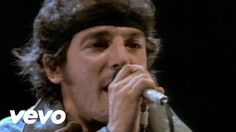 Bruce Springsteen - Born In The U. (STUDIO) Born down in a dead man's town The first kick I took was when I hit the ground You end up like a dog that's b. 80s Music, Music Songs, Good Music, Bruce Springsteen, Rock Videos, E Street Band, Dancing In The Dark, Local Music, Mejor Gif