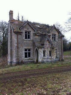 Abandoned Us Mansions - Bing images Abandoned Property, Old Abandoned Houses, Abandoned Castles, Abandoned Mansions, Abandoned Buildings, Abandoned Places, Old Houses, Beautiful Ruins, Beautiful Buildings