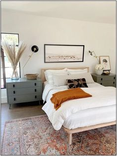 Tips for Shopping for Affordable Vintage-Style Rugs (Along With My Picks!) — Mix & Match Design Company Find tips for shopping affordable vintage-style rugs. Beautiful modern traditional bedroom with vintage style rug. Home Decor Bedroom, Modern Bedroom, Bedroom Furniture, Contemporary Bedroom, Bedroom Rugs, Bedroom Art, Natural Bedroom, Light Bedroom, 1980s Bedroom