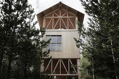 Rising above the treetops on the Åsberget mountains, the Bergaliv Hotel has finished the first of four lofted cabins. The 33-foot tall stilted structure is constructed from a mixture of heart-pine and spruce, situated on a former ski slope. The...