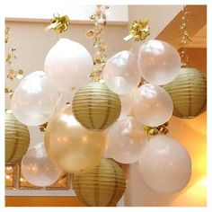 We love this New Year's party decoration idea - hanging paper lanterns and balloons in white and gold Nye Party, Festa Party, Gold Party, Party Time, Gatsby Party, New Years Eve Dinner, New Years Party, New Years Eve Party Ideas For Adults, New Years Decorations