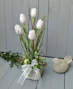 Spring Flower Arrangements, Spring Flowers, Floral Arrangements, Easter Crafts, Centerpieces, Diy Crafts, Tulips, Home Decor, Vases