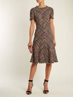 I️ love the tweed look, classy, and professional. Dressy Dresses, Modest Dresses, Simple Dresses, Beautiful Dresses, Short Dresses, Dresses With Sleeves, Elegant Outfit, Classy Dress, Classy Outfits
