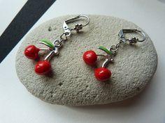 Boucles d'oreilles dormeuses cerise fermoir cliquet : Earrings by c-est-pas-madame-c-est-mademoiselle
