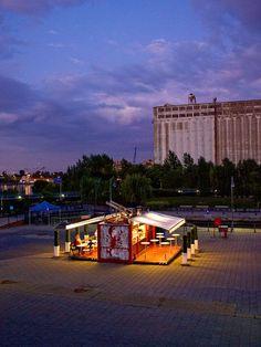 Müvbox Fast Food Shipping Container Restaurant. www.54-11.com GLOBAL@Argentina.com Venta de #containers #maritimos, venta de #contenedores #refrigerados y de #carga seca. Servicios de Comercio Exterior Visit the Slow Ottawa 'Reuse It' board for more upcycling ideas.