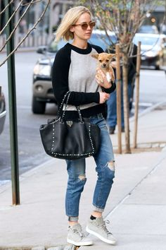 32 Jennifer Lawrence Casual Street Style To Inspire Your Outfit #jenniferlawrence #streetstyle #casual #outfits