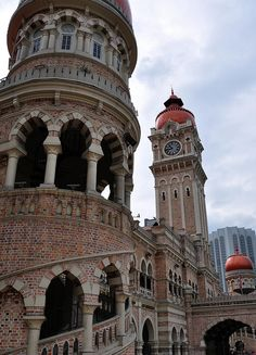 Sultan Abdul Samad Building in Merdeka Square, Kuala Lumpur, Malaysia (by roaming-the-planet).