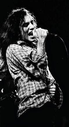 Pics Where Eddie Looks Hot - Part 2 - Page 409 — Pearl Jam Community Scott Weiland, Kurt Cobain, Music Love, Rock Music, Nirvana, Revolver, Mtv, Grunge, Pearl Jam Eddie Vedder