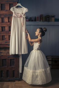 Girls Dresses, Flower Girl Dresses, Period Costumes, Communion Dresses, First Communion, Frocks, Poses, Kids Fashion, Glamour