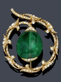 A VINTAGE EMERALD AND DIAMOND BROOCH, ca. 1920. A ring-shaped brooch, decorated with appliquéd leaf motifs and set throughout with numerous rose-cut diamonds , the centre set with one very fine oval, drilled Columbian emerald, mounted in yellow gold. #Vintage #brooch