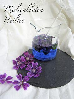 Die Wilde Malve – das blaue Heilwasser - Wine Glass, Glass Vase, Herbal Essences, Natural Cosmetics, Alternative Medicine, Health And Nutrition, Good To Know, Frugal, Herbalism