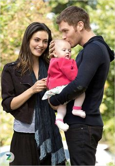 Photo Joseph Morgan, Phoebe Tonkin