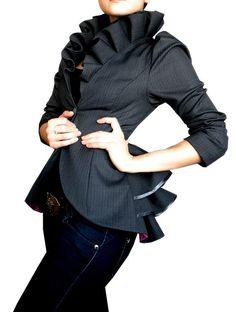 Tania est une veste élégante, très portable avec select reprises. Cest vraiment un de mes morceaux préférés. le matériau utilisé est absolument divin... la forme de la veste fait ressortir la forme chez une femme il flatteur. Cette veste est certainement un mon premier choix. Si vous navez