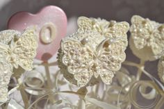Butterfly cakepops from Mini Couture Cakes xx Exquisite wedding favors x