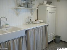 Love a sink in the laundry room Vintage Laundry, Laundry In Bathroom, Laundry Rooms, Curtain Rods, Entryway Tables, Pergola, Ikea, Sweet Home, Shabby Chic