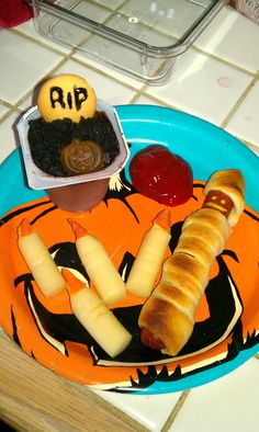 Spooky Halloween dinner for the kiddos