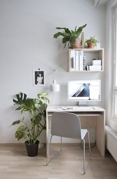 Tiny space desk setup with a Mac computer and wall cubes via thefashiontofollow.com