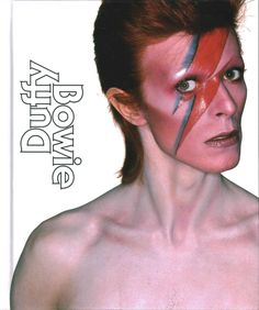 Illustrates Brian Duffy's five photographic shoots with David Bowie.