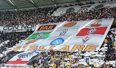 Esplode la gioia allo Juventus Stadium di Torino per il 32° scudetto della Juve (Ansa)