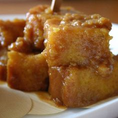 Check out this easy recipe for making fa'ausi, the sweet samoan delicacy with coconut caramel sauce and bread! It's the Samoan version of a bread pudding that you can have for breakfast, lunch, dinner and dessert! Video courtesy of SamoaFood.com SUGGESTED LINKS Check out how to make the Samoan staple Sapasui (Chop Suey) Try your hand at some Ulu pancakes!