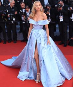 Talk about a #Cinderella moment! Supermodel @hoskelsa made a major red carpet statement at #Cannes wearing a wedding-ready, powder blue @albertaferretti gown. http://gelinshop.com/ipost/1522721116049074663/?code=BUhysmOF2nn