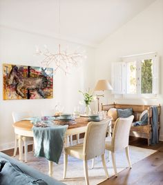 Only El Mueble could feature such a dreamy abode! Captured by photographer Fernando Bedón and styled by Elisabeth Vidri, this beautiful home is located in the wine country of Penedès, less than an … Dining Area, Dining Chairs, Dining Table, Beautiful Interiors, Beautiful Homes, Modern Classic Interior, Sweet Home, Dining Room Inspiration, Country Farmhouse
