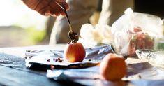 10 idées de recettes de camping à faire sur le feu Brie Fondant, Pate A Muffins, Camping, Saveur, Marshmallow Yams, Interesting Recipes, Suppers, Fire, Campsite