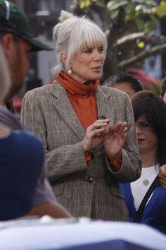 Linda Evans Photos Photos: Linda Evans Tapes 'Extra' at the Grove John Derek, Linda Evans, 80s Tv, Beautiful Old Woman, New Wife, Joan Collins, Going Gray, Helping Hands, Ex Husbands