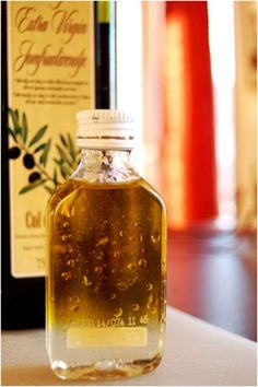 10 Amazing Benefits Of Castor Oil: Castor oil is a boon for all skin problems, as it reduces various problems like sunburn, acne, dry skin, stretch marks etc