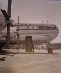 1950s A lower deck door through the cargo compartment was often used by crew members to board the Boeing 377 Stratocruiser. An upper deck door on the opposite side of the aircraft was the only door used by customers.