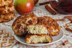 Сразу после выпечки (в теплом виде) творожное печенье с яблоками будет очень-очень мягким, а после остывания чуть уплотнится, но все равно сохранит нежность и сочность