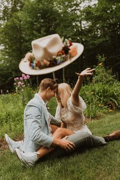 "Free-Spirited New Hampshire Elopement Inspiration in the White Mountains – Compass Collective – Wild and Wed 41 Set in a mystical Northeastern forest, this ""Live Free"" quirky & cool wedding inspo gives us rock & roll vibes! #bridalmusings #bmloves #rocknroll #livefree #coolbride #altbride #weddinginspiration #weddinginspo #weddingphotographer"